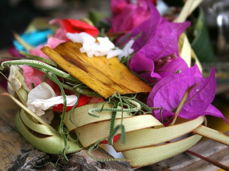 offer bij tempel villa Pandu